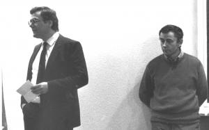 Vernissage der Ausstellung Franz Bernhard : Skulpturen Galerie Jürgen Ahrens 1980 (F.B. rechts, der Autor links)